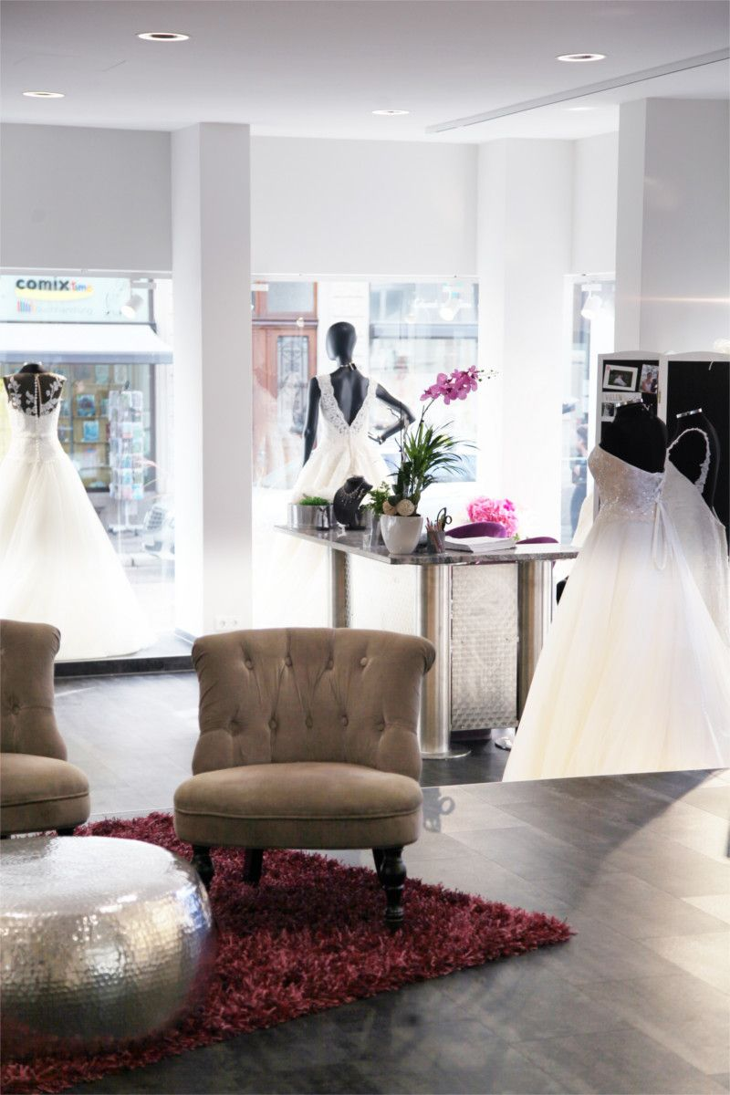 Brautmode Dolce Vita Lörrbach Innenraum mit Sesseln