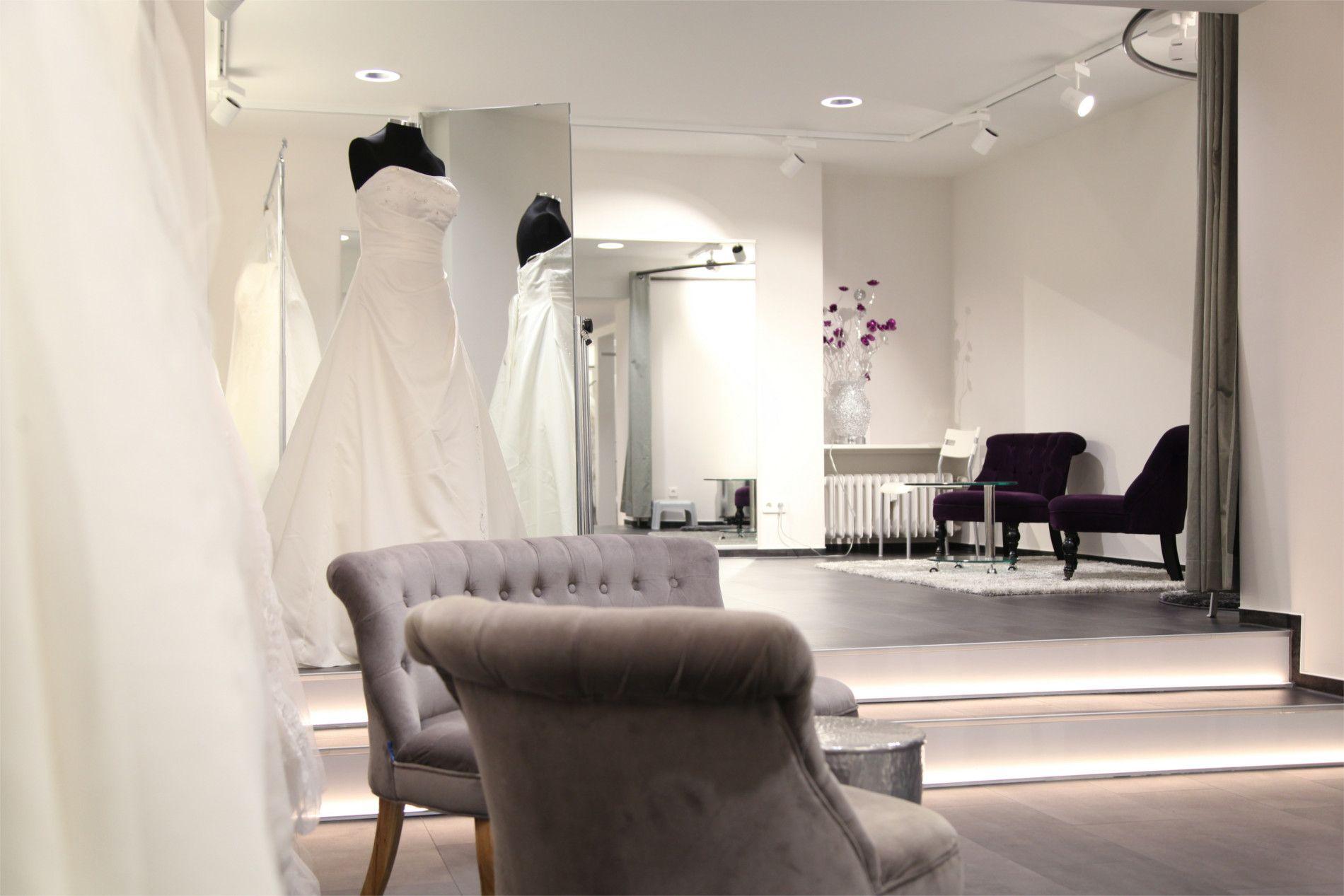 Brautmode Dolce Vita Lörrbach Innenraum mit Sesseln und Spiegeln