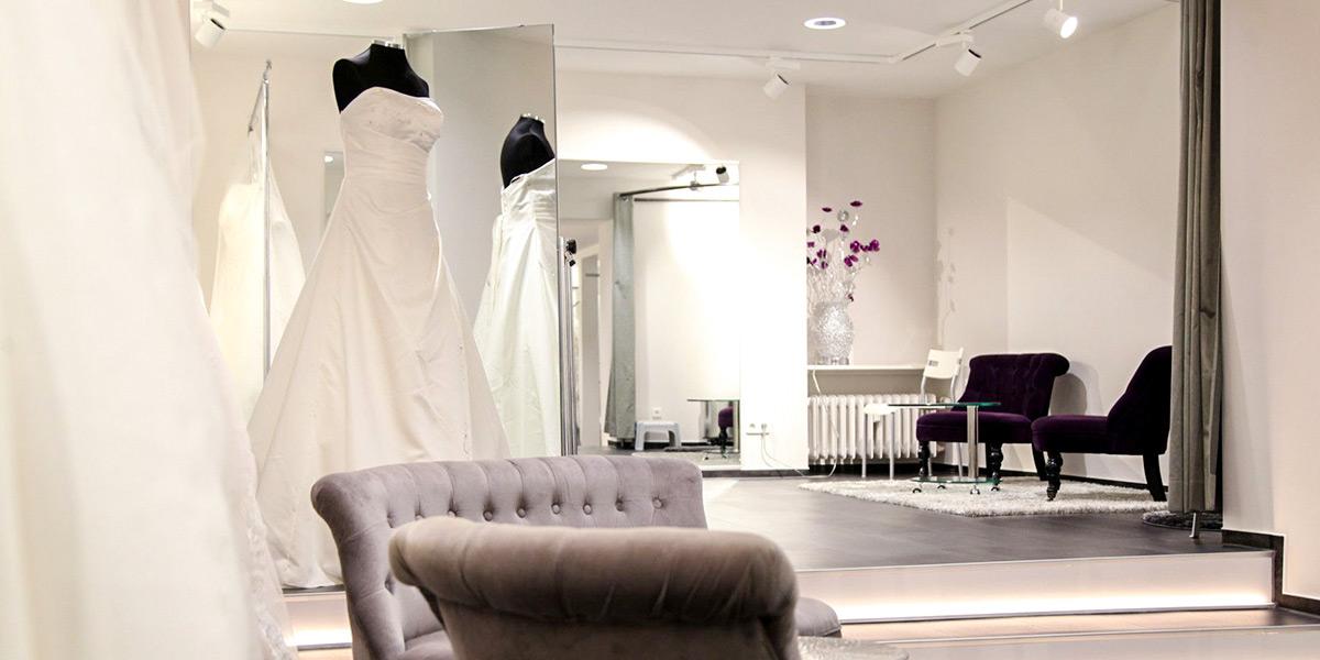 Anprobe Innenraum Brautmode Dolce Vita Sofas